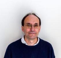 Catedrático de física Sistemas Híbridos Nanoestructurados Facultad de Ciencias. C/ Federico García Lorca, 8 33007 - Oviedo  Tel.  34 985 102 948 ji.martin@cinn.es